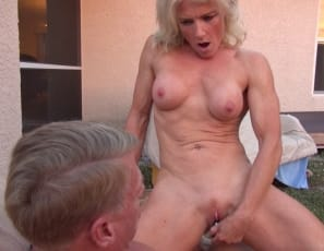 Female muscle porn star Mandy Foxx penetrates herself with a toy, masturbates, and shows off the mature muscles of her pecs, legs, glutes and abs, as well as her flexibility. Watch her cum in close-up.
