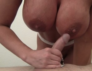 Female muscle porn star Amazon Alura wraps a massage client's cock in her powerful pecs as she gives him a hand job. Watch in close-up as she poses and flexes her muscular biceps while he cums all over her hand.
