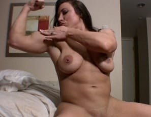 Female bodybuilder BrandiMae is masturbating in the bedroom while you watch in close-up, flexing her muscular pecs, biceps and abs as she poses for you, and penetrating her pussy and petting her clit as she opens her strong legs.