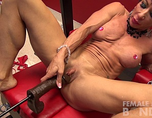 Female bodybuilder Anna Phoenixxx is being penetrated by a fucking machine, and playing with her big clit and her ass, while you watch in close-up and look at the ripped, mature muscles of her vascular biceps, pecs, abs, glutes and legs as she masturbates with the biggest toy ever.