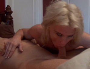 It's morning, and female muscle porn star Mandy Foxx wants to get it on, so she gives her man a hand job and a blow job, then sits on his cock as he penetrates her wet pussy. Enjoy looking at her pecs, abs, legs, glutes and biceps during the muscle sex. It'll wake you up too.