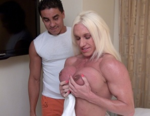 Female bodybuilder and muscle porn star Ashlee Chambers really needs a massage to soothe her sore muscles. After the masseur takes care of her pecs, legs,  abs and vascular biceps  with muscle worship, it's time to take care of her big clit. Watch the muscle sex and clit sucking in close-up.