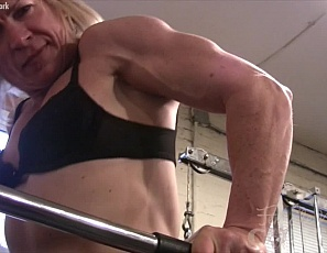 Working out with in the gym works well for female bodybuilder Clarkflex's muscles. Looking at her sexy biceps, pecs, legs glutes and abs as she works out and trains, you can see that it's worth all the effort. Sexy cougar Clarkflex is the real deal.