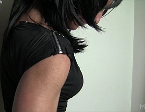 Muscular female Audrey says she doesn't like the camera, but I am not sure we should believe her. She starts taking off her clothes, showing off her fit, muscular body - strong biceps, fit abs, and sexy legs. Shy? Not when she starts rubbing her big clit!