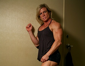 A mature female bodybuilder like Clarkflex learns is that it's great to pose naked and show of what she's earned in all those hours of training. You'll enjoy worshiping her powerful legs, biceps, and strength. We just love muscular cougars, don't you?