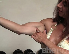 Super Muscle Woman by World Fitness - Dailymotion