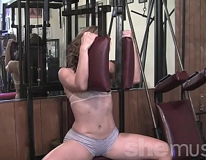 Jackie's working out her muscular pecs, legs and  glutes in the gym, taking off her panties to pose and show you how flexible she is, and giving you a glimpse of her pretty kitty.