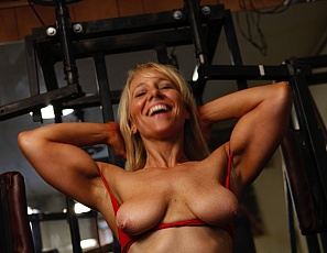 Female bodybuilder Genie is at it again, posing and flexing her bulging muscles, big biceps, and sexy glutes in the gym. Naked! She never stops. Genie loves ass play and masturbating all while working out in the gym! Amazing :)