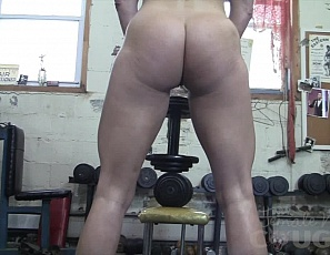 Claire has basically abandoned the new employee orientation. She breaks out her HUGE black dildo and proceeds to fuck it on the weight bench. Her hapless new employee can only worship her muscles POV, admiring Claire's pecs, tight abs, glutes, and strong legs. This is one job that we'd all love to have, right?