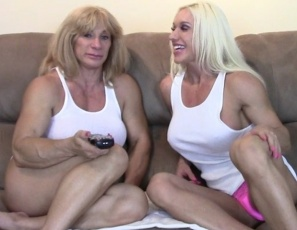 Ashlee Chambers, Wild Kat and their male guest are all wearing tighty whities. They emphasize the female bodybuilders' muscular pecs, biceps, legs and glutes, and his BBC. He gets a hand job, gives muscle worship and masturbates Kat's big clit, while you watch the female muscle porn in close-up.