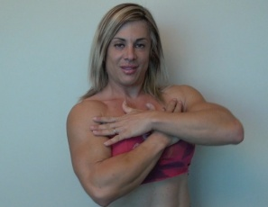 This Italian native from Rome does it all, posing in sexy panties to show you her powerful pecs, vascular biceps, ripped abs and muscular legs and glutes. We bet she didn't get that strong by eating pasta. Capisce?