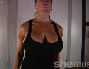 Female bodybuilder Samantha Kelly likes to train topless in panties in her home gym while she works her shoulders, biceps and back. You get to watch her muscle control of her pecs and see her muscular, vascular legs and glutes and her ripped abs as she poses for you and you see all that female muscle in close-up.