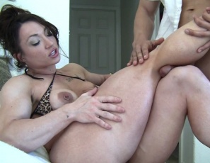Female muscle porn star BrandiMae is giving her neighbor a quad job and calf job with her powerful legs, while she flexes her big biceps and pecs. Then she gives him a hand job and bicep job, until he creams all over her. She likes to watch him fuck and worship her muscles. Then she masturbates her big clit while you watch the muscle sex in close-up.