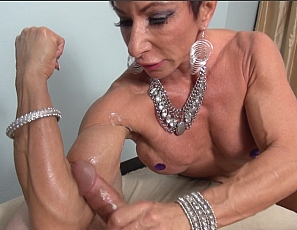 lady-bodybuilders-naked-ritchie