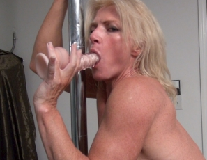 Flexible Mandy Foxx is working her Mature Pecs Biceps, and Abs muscles in thigh-high boots on her gym's stripper pole, spreading her legs so you can look at her pussy and ass close up as she masturbates and plays with a toy. It's an impressive workout.