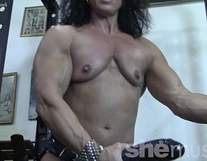 Female bodybuilder Annie Rivieccio is giving you a virtual session in the gym, posing wearing a gigantic toy, high heels and stockings. she's showing you her ripped abs, vascular biceps and muscular legs and pecs while you watch her jerk off the toy in close-up and tell you to open your mouth.