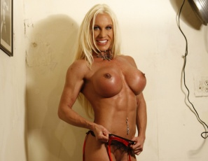 Ashlee Chambers is in the bedroom, showing you her bodybuilding poses. Her legs, biceps and abs are looking ripped and vascular, her pecs and glutes are looking powerful, and when she takes off her stockings, wiggles her bare feet and starts touching herself, you may be shocked by how much there is to see.