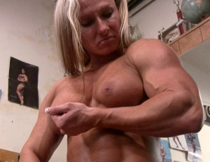Ripped Female Bodybuilder Darkside Milinda is working her big, vascular biceps muscles in the gym with concentration curls while she masturbates her big clit and you watch in close-up. Then she poses so you can get a better look at her pecs. legs and abs. Now that's concentration.