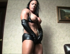 Female bodybuilder Bella's back in black latex gloves and shiny thigh-high boots, like the muscle porn star she is. She's posing to show you her gorgeous glutes, powerful pecs, strong legs, big, vascular biceps and ripped abs, and masturbating her big clit and penetrating her wet pussy with a toy while you watch in close-up.