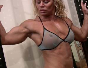 Female bodybuilder Michelle Falsetta poses in the gym to show off her ripped, mature muscle, then does rows with heavy barbells to get even more of it in her vascular biceps and abs. Watch her strong legs, glutes and pecs as the lifts the weights.