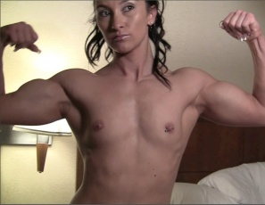 Jenna's naked in bed, posing and stroking her own muscles. She's enjoying her own strong, vascular biceps, her ripped abs, her sexy pecs and her powerful legs and glutes.