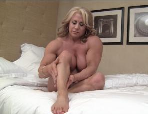 videos mature muscle bedroom romp
