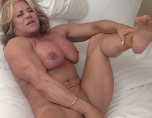 In the bedroom, mature female bodybuilder Li'l Doll finds her favorite toy and penetrates herself with it while she masturbates her big clit. Enjoy watching her make herself cum in close-up and looking at her muscular pecs, legs, glutes and biceps.