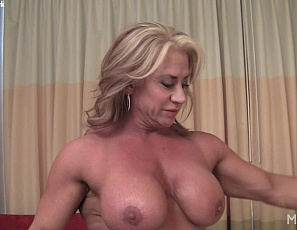 Bodybuilder Li'l Doll starts your bedroom virtual session in a pink robe, then takes it off so she can pose for you, showing off her vascular, muscular biceps, legs and calves and pretty feet. She teases you in her soft Southern voice as she masturbates her big pink clit.