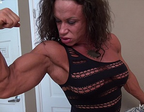 In your virtual session with tattooed female bodybuilder MuscleFoxx , she poses  in high-heeled shoes to shows you big and vascular her biceps are, how ripped her abs are, and how strong her  pecs, legs, and  glute  muscles are before she masturbates her big clit and plays with her ass while you watch in close-up.