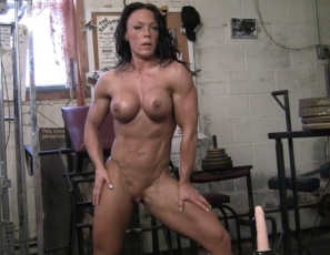 Female bodybuilder Bella's enjoying her fucking machine, and you get to watch her play with the tattooed muscles of her legs, glutes while the toy penetrates her and she masturbates her wet pussy and tight ass as you watch close up. Then she poses, showing off her big, vascular biceps, ripped,  tattooed abs and powerful pecs. Aren't new toys fun?