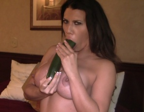 Leena's posing for you in the bedroom and showing you the healthy things she likes to eat to keep her pecs and biceps muscles strong. She gets so excited by a big zucchini that she penetrates her wet pussy with it white she masturbates her clit, letting you watch in close-up as you enjoy a hot view of her healthy legs, glutes, and ass.
