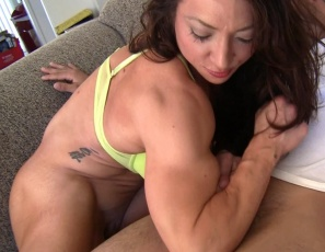 BrandiMae likes her pizza delivery boy to bring his own uncut pepperoni and to fuck her bicep, then she gives him a hand job and calf job. You get to watch her sexy pecs and tight abs in close-up as she humiliates him verbally, tortures his cock and balls and punches his belly. After the muscle fucking, she gives him a foot job while she masturbates her big clit. No special sauce for him – she throws him out, shouting,