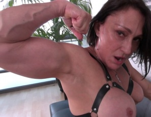 Female bodybuilder and fem domme Jillian Foxxx hates tardiness, so she verbally humiliates her late date as he worships her muscular legs, glutes, pecs and biceps while she poses, then scissors him. She's in total control, and you're watching the female muscle porn in close-up.